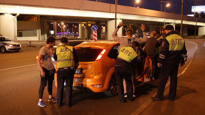 Как сотрудники спецроты ДПС проверяют автомобилистов в Москве
