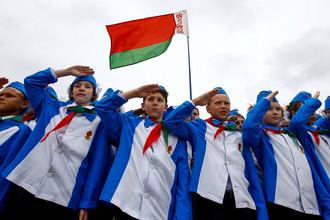 Белорусские школьники на празднике в Минске в честь 27-летия пионерского движения, сентябрь 2017 года