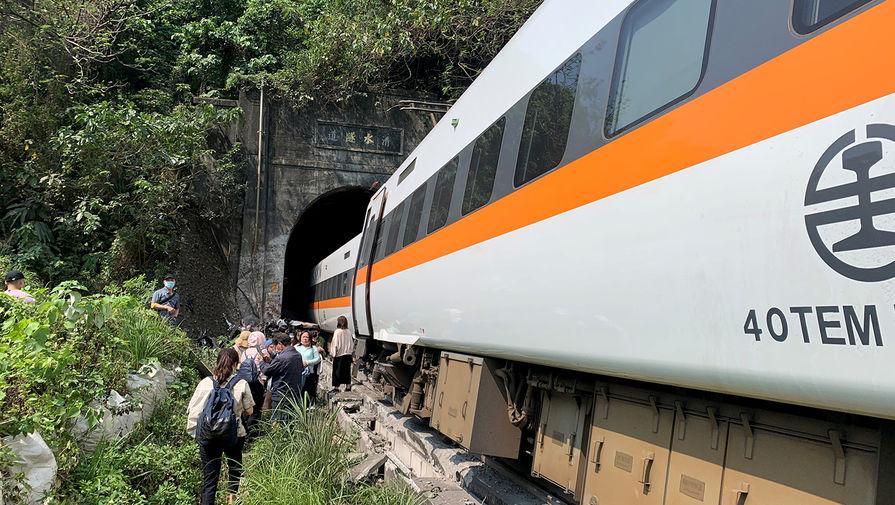 Число погибших при крушении поезда на Тайване выросло до 48
