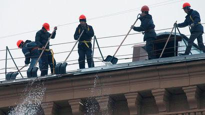 В Москве проверят коммунальщиков, повредивших чужую машину при уборке