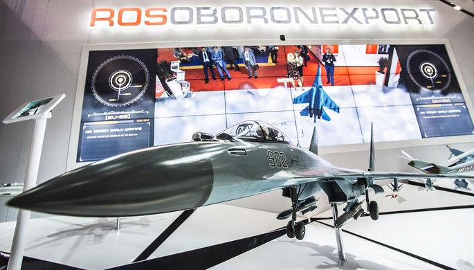 Макет самолета Су-35 на стенде ОАО «Рособоронэкспорт» на международной...
