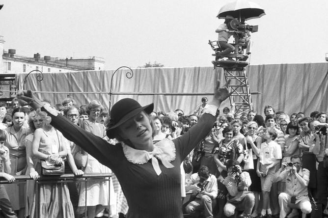 Наталья Андрейченко на съемочной площадке кинофильма «Мери Поппинс, до свидания!» (режиссер Леонид Квинихидзе), 1983 год