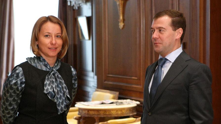 Президент России Дмитрий Медведев и его пресс-секретарь Наталья Тимакова в резиденции...
