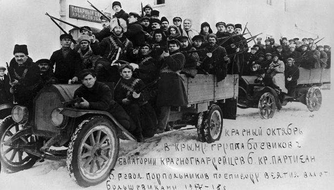 Группа красногвардейцев города Евпатория в период борьбы за установление Советской власти в Крыму. Январь 1918 год