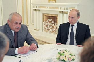 Президент РФ Владимир Путин поднял на встрече с главой Северной Осетии острые вопросы