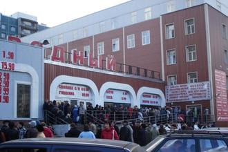 Полиция и прокуратура Петербурга проводят рейд в универсаме «Народный»