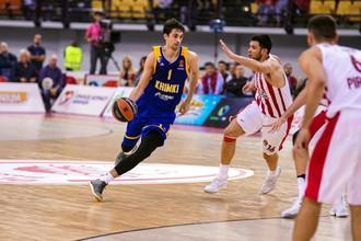 Алексей Швед в матче с греческим «Олимпиакосом»