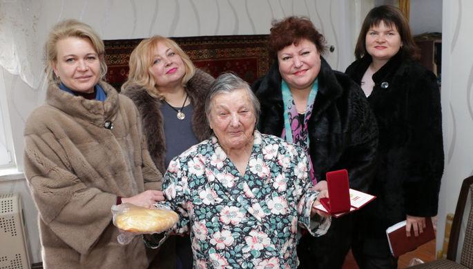 За хлеб и шубы: провинившиеся чиновницы из Керчи уволились