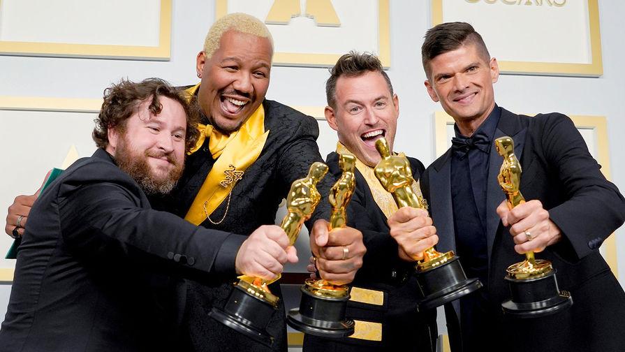 Номинация<b> &laquo;Лучший анимационный короткометражный фильм&raquo;</b> &mdash; <b>«Если что-то случится, я люблю вас»</b>. И номинация<b> &laquo;Лучший художественный короткометражный фильм&raquo; &mdash; «Two Distant Strangers» (Два далёких незнакомца)</b>. На фото режиссеры Майкл Говье, Уилл Маккорма, Трэвон Фри и Мартин Десмонд Роу