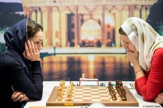 Россиянка Александра Костенюк проиграла украинке Анне Музычук в первой партии полуфинала на чемпионате мира по шахматам
