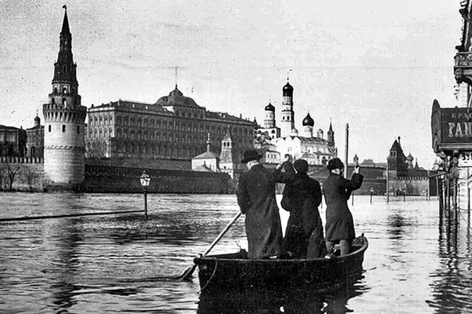 Во время наводнения в Москве, апрель 1908 года