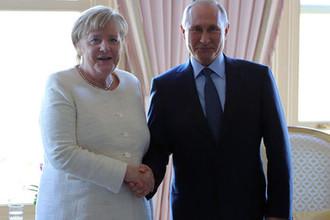 Президент России Владимир Путин и канцлер Германии Ангела Меркель во время встречи в Стамбуле, 27 октября 2018 года