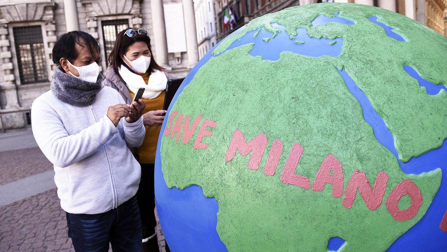 Туристы в одном из аутлетов в Милане, 24 февраля 2020 года