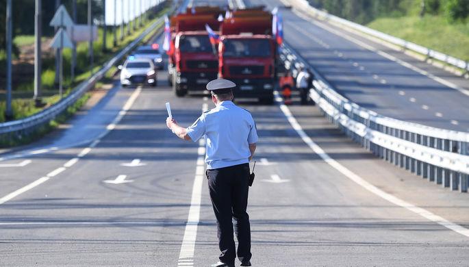 Сотрудник ДПС на церемонии открытия участка Центральной кольцевой автодороги (ЦКАД) от Можайского до Новорижского шоссе.
