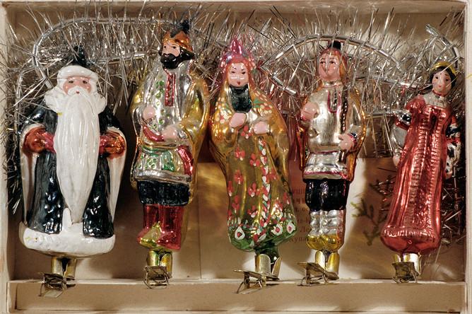 Набор елочных игрушек начала 1950-х годов на тему русских сказок