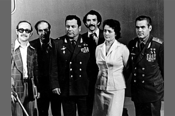 А.Меньшиков, Э.Сагалаев, космонавты П.Попович и А.Николаев, работники студии Останкино, 1977 год