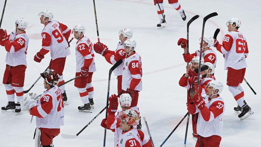 Спартак радуется победе в матче КХЛ