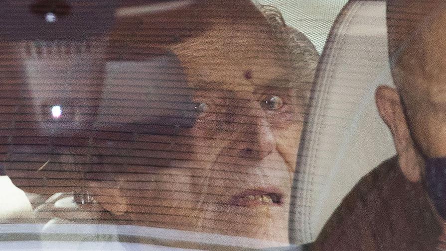 Принц Филипп в автомобиле после выхода из больницы, 16 марта 2021 года