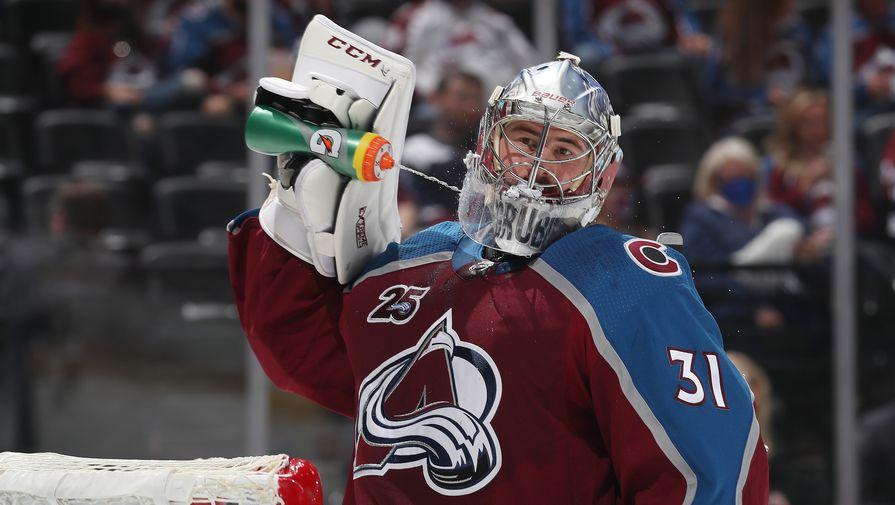 Голкипер клуба Национальной хоккейной лиги (НХЛ) «Колорадо Эвеланш» Филипп Грубауэр