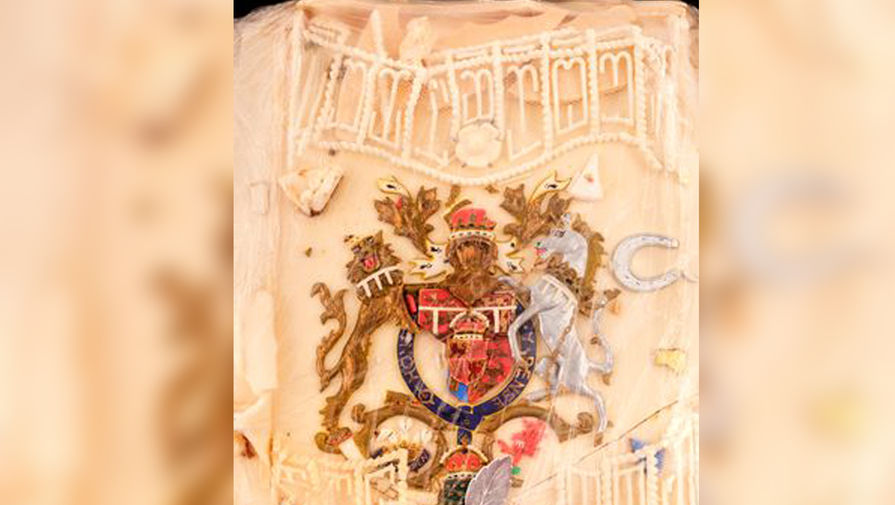 Кусок торта со свадьбы принцессы Дианы продали за $2565