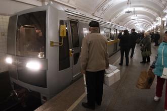 Состав с вагонами «Яуза» во время парада поездов на Кольцевой линии московского метро, 13 мая 2017 года
