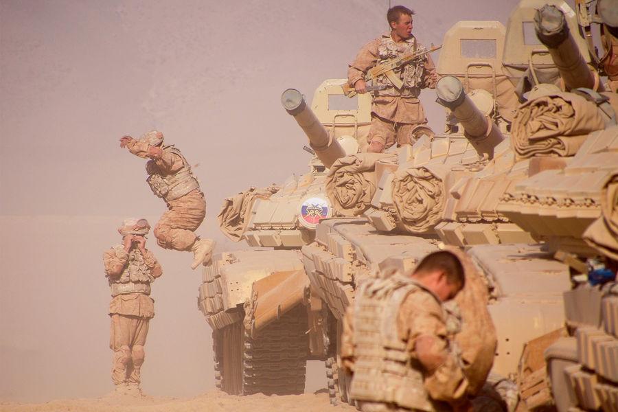 Российские военнослужащие во время совместных учений России, Таджикистана и Узбекистана наполигоне Харб-Майдон в20км от границы сАфганистаном