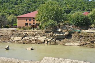 В Приморье более 30 человек отрезаны от внешнего мира, повреждены 14 мостов