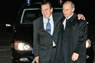 Бывший Федеральный канцлер ФРГ Герхард Шредер и Президент России Владимир Путин