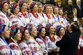 Хор исполняет гимн на заседании Верховной рады нового созыва