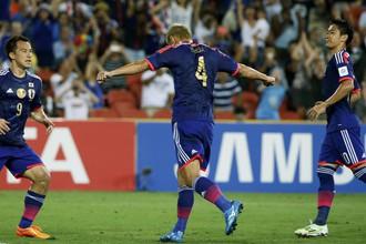 Кейсуке Хонда празднует гол в ворота Ирака
