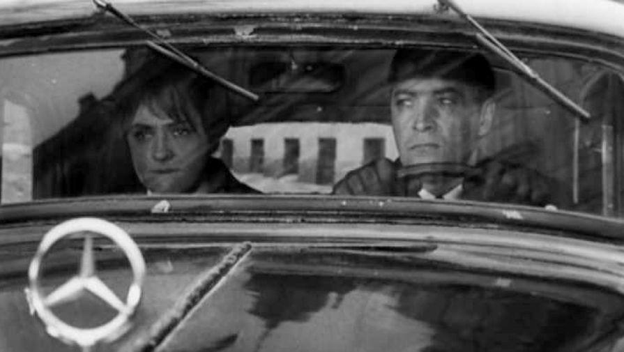 Штирлиц везет радистку Кэт в Швейцарию. Кадр из фильма «Семнадцать мгновений весны» (1973)
