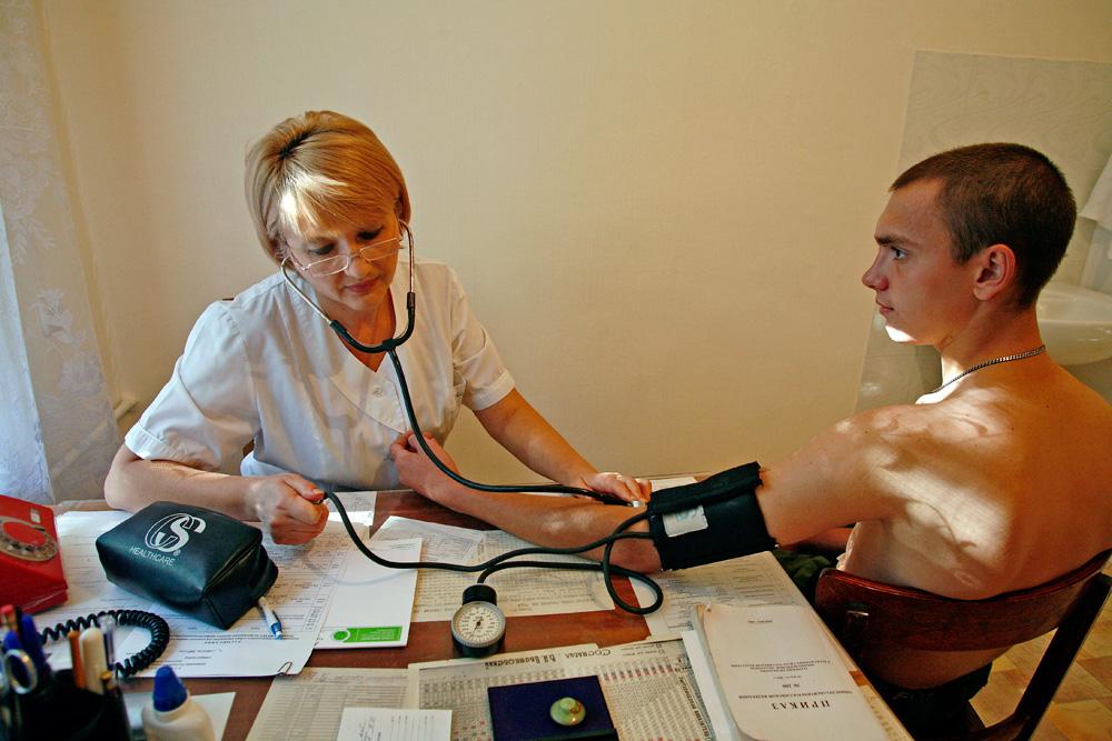 Даже незначительно повышенное артериальное давление означает высокий риск  инсульта - Газета.Ru
