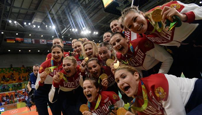Российские гандболистки в сладкий момент триумфа