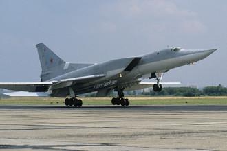 Советский сверхзвуковой ракетоносец-бомбардировщик Ту-22М3, 1991 год