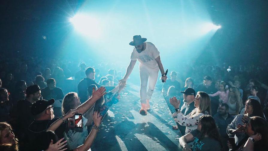 Рэпер Тоби Мак во время концерта
