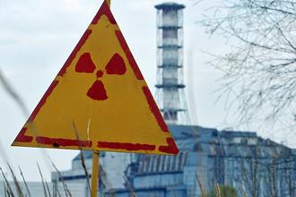 Вид на объект «Укрытие» (взорвавшийся четертый энергоблок) Чернобыльской АЭС