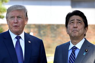 Президент США Дональд Трамп и премьер-министр Японии Синдзо Абе в гольф-клубе в Токио, 5 нояря 2017