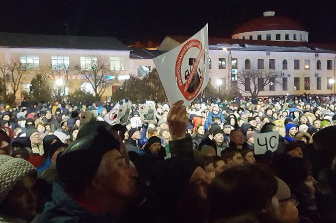 Стихийный митинг в Волоколамске после очередного выброса с полигона «Ядрово», 29 марта 2018 года