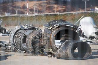 Обломки упавшего самолета Минобороны России Ту-154, доставленные на территорию сочинского аэропорта, февраль 2017 года