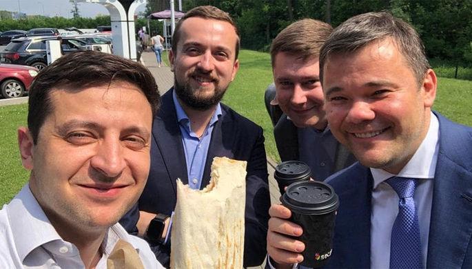 Пристыженный Зеленский свалил вину за снос бюста Жукова на Порошенко