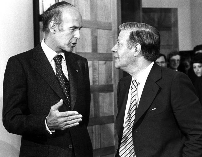 Президент Франции Жискар д'Эстен и канцлер ФРГ Гельмут Шмидт во время встречи в Бонне, 1975 год