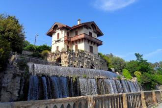 Каскад водопада в Шато де Гаро
