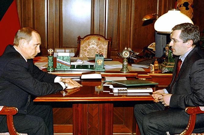 Владимир Путин во время встречи в Кремле с председателем правления нефтяной компании ЮКОС Михаилом Ходорковским. 2002 год