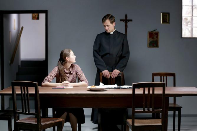«Крестный путь» (Kreuzweg) реж. Дитрих Брюггеманн