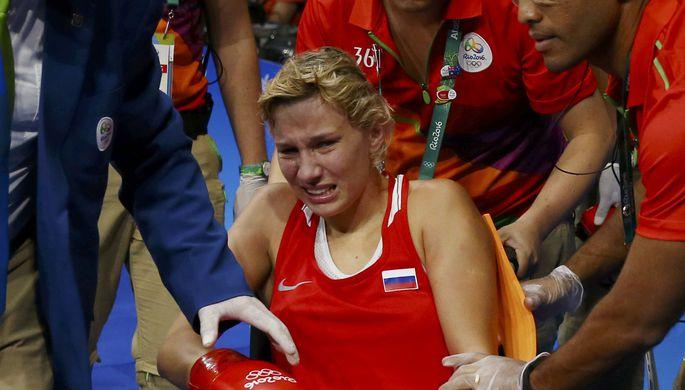 Травма оказалась очень серьезной — спортсменку прямо из зала увезли в инвалидном кресле
