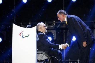 Филип Крэйвен (слева) и президент «Рио-2016» Карлос Артур Нузман.
