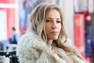 Певица Юлия Самойлова в аэропорту Шереметьево, март 2017 года