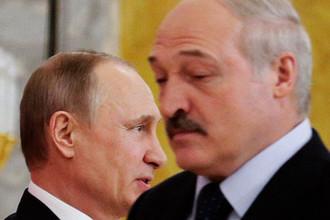 Президент России Владимир Путин и президент Белоруссии Александр Лукашенко во время встречи в Санкт-Петербурге, 2017 год