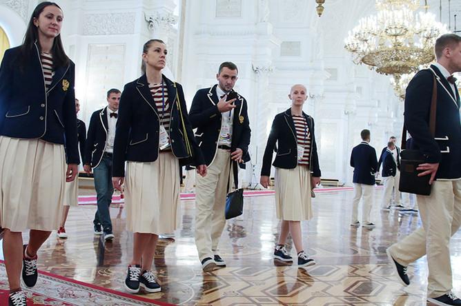 Российские спортсмены после встречи с Путиным в Александровском зале Большого Кремлевского дворца