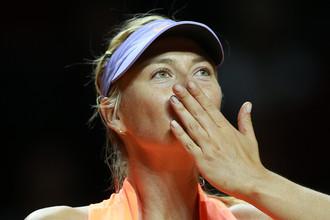Мария Шарапова радуется победе над Робертой Винчи на турнире WTA в Штутгарте в своем первом матче после дисквалификации